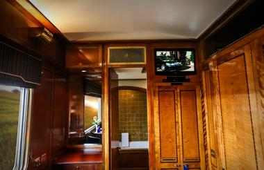 Luxury Suite - TV monitor and Blue-Ray DVD player